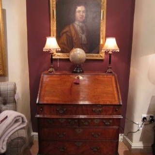 Superb George II Period Fgured Walnut Buresu
