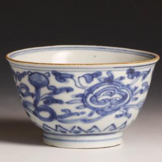 Kangxi Floral Bowl from the Blue-Chrysanthemum-Wreck