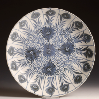 Kangxi Dish from the Blue-Chrysanthemum-Wreck