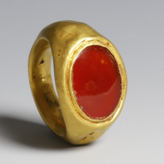 Roman gold ring with red glass cabochon