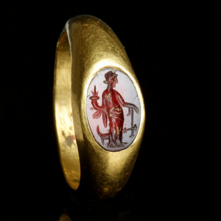 Roman gold ring with Fortuna Intaglio