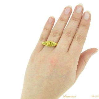 Romano-Egyptian leonine gold ring, circa 1st century BC.