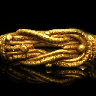Ancient Greek gold ring with Hercules love knot, circa 5th - 3rd century BC.