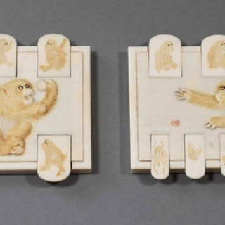 FINE QUALITY PAIR OF JAPANESE IVORY BEZIQUE/GAMES MARKERS DEPICTING MONKEYS