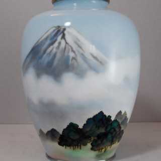 LARGE ANDO JAPANESE CLOISONNE VASE DEPICTING MOUNT FUJI