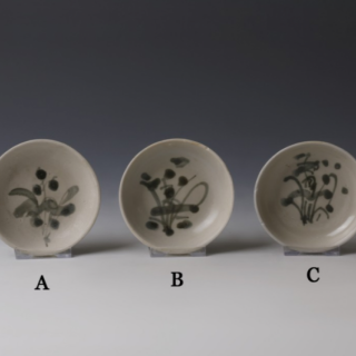 Tek Sing Small Dishes with Floral Design