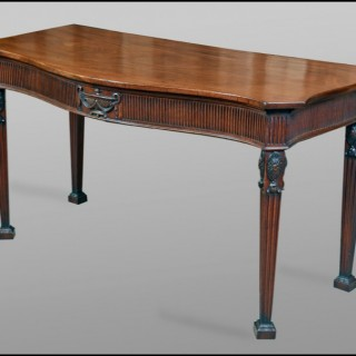 A fine quality George III mahogany Side Table