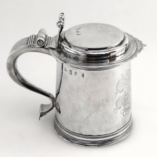 WILLIAM III ANTIQUE STERLING SILVER LIDDED TANKARD LONDON 1700