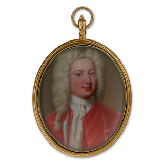 Portrait enamel of a Gentleman, wearing scarlet coat and matching waistcoat and white lace shirt, his wig powdered and knotted, c.1725-30