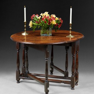 Queen Anne Period Oak Gate-legged table