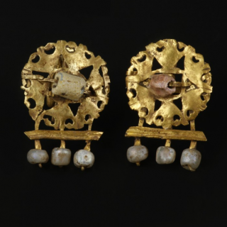 A pair of gold and pearls Roman earrings