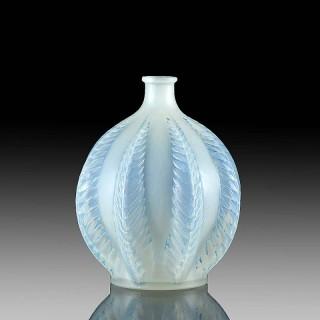 Mailnes Glass Vase by René Lalique