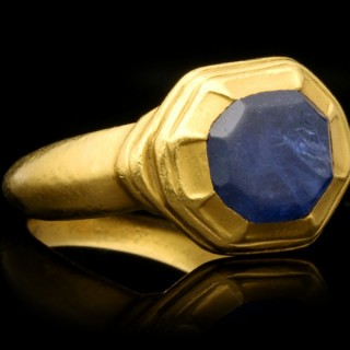 Tudor sapphire ring, circa 16th century.
