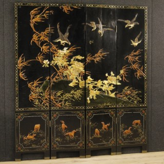 20th Century French Chinoiserie Screen In lacquered And Painted Wood