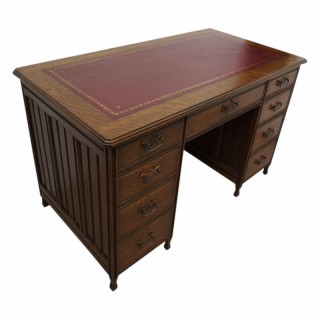 Arts and Crafts Oak Kneehole Desk