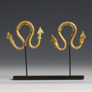 Exquisite Greek Thracian Pair of Solid Gold Earrings with Pyramid Ends