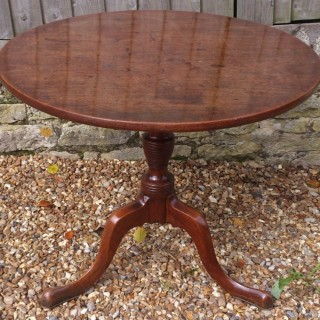 18th Century George III Period Mahogany Antique Tripod Table / Wine Table / Lamp Table