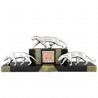 Art Deco clock with 3 bronze panthers, marble and onyx.