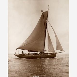 Early silver gelatin photographic print by Beken of Cowes - Yacht Senorita