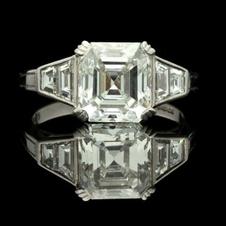 A Stunning Asscher  Diamond ring by Hancocks, set to the centre with a beautiful Asscher cut Diamond weighing 2.77 carats