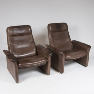 A pair of reclining easy chairs by De Sede.