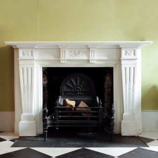 Large Late-19th Century Statuary Marble Chimneypiece