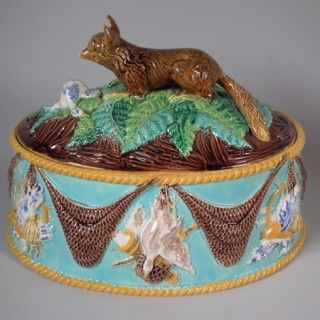 George Jones Majolica fox game pie dish & liner