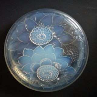 René Lalique Opalescent Glass Trois Dahlias Box