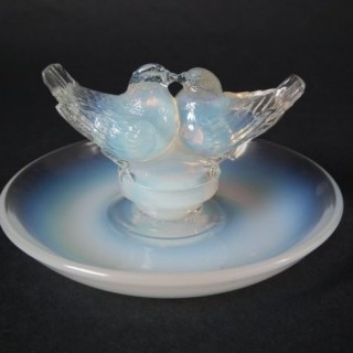 René Lalique Opalescent Glass 'Deux Colombes' Cendrier ashtray