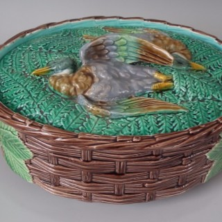 VPC Majolica Mallard duck game pie dish