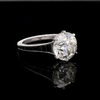 Hancocks  Striking Platinum and 4.14 carat Old European cut Diamond Ring with Calibre cut Onyx shoulders