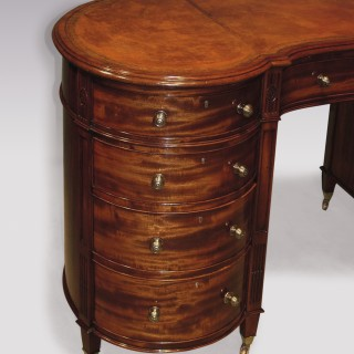 A fine quality 19th Century mahogany kidney shaped Pedestal Desk.