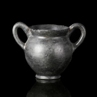 Apulian black-glazed nestoris
