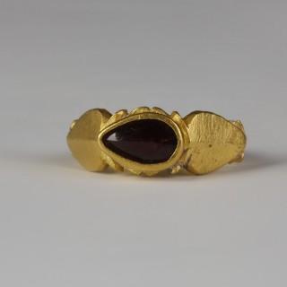 Roman Gold Ring with Teardrop Garnet