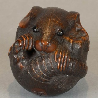 FINELY CARVED JAPANESE BOXWOOD NETSUKE OF A COILED RAT BY MASANAO