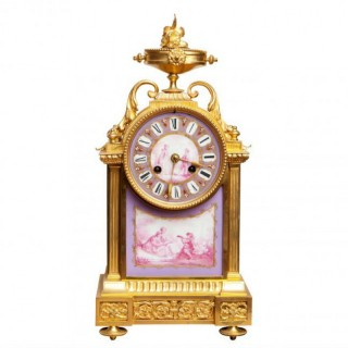 A FINE PORCELAIN MOUNTED ORMOLU MANTEL CLOCK