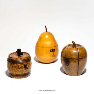 GEORGIAN FRUITWOOD TEA CADDY IN THE FORM OF A PEAR