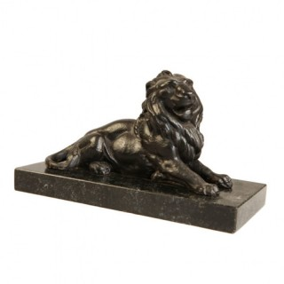 GRAND TOUR CAST IRON SCULPTURE OF A SEATED LION