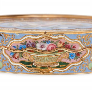 Solid gold snuff box with enamelled still life decorations