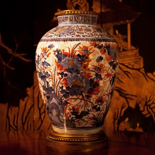 LARGE 18TH CENTURY CHINESE QIANLONG IMARI VASE