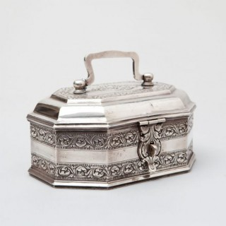 A SOLID SILVER INDIAN MUGHAL SPICE BOX