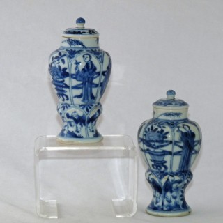 Kangxi Pair of Balluster Lidded Jars