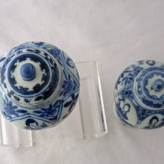 Kangxi Pair of Balluster Lidded Jars