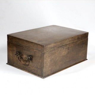 A VERY FINE 19TH CENTURY INDIAN LARGE BRASS CHEST