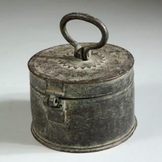 19TH CENTURY INDIAN CIRCULAR BRASS BOX