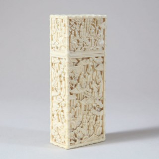 A FINE CARVED IVORY CHINESE CIGAR CASE