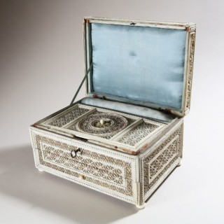 LATE 18TH CENTURY RUSSIAN IVORY SEWING CASKET