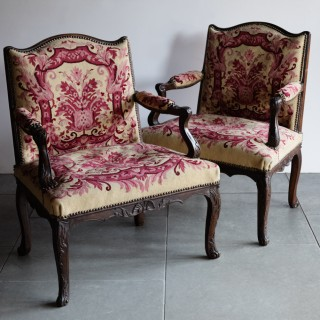 PAIR OF SMALL EARLY 18TH CENTURY LOUIS XV OPEN ARMCHAIRS Circa 1730
