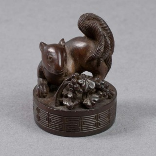 JAPANESE HARDWOOD MEIJI PERIOD NETSUKE / SEAL - SQUIRREL
