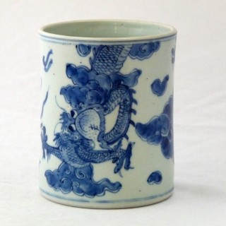 Kangxi Blue and White Dragon brush pot / Bitong
